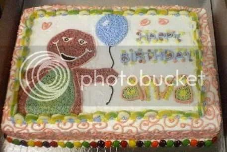 Birthday cake untuk Anya yang boboknya harus selalu bareng boneka Barney