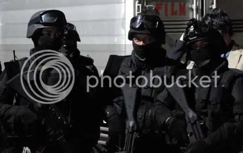 Perlu pasukan seperti ini di film anda? Airsofter siap membantu!