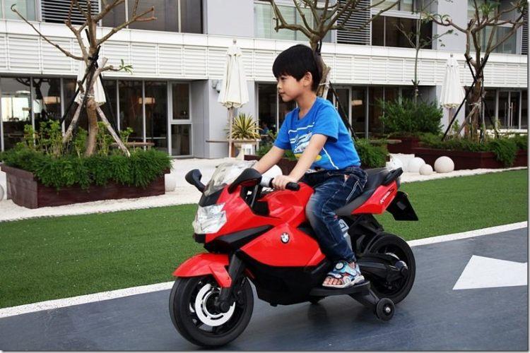 台南。親子住宿|【HOTEL COZZI 和逸】小朋友的玩樂天堂 電動汽車/XBOX讓小朋友捨不得離開