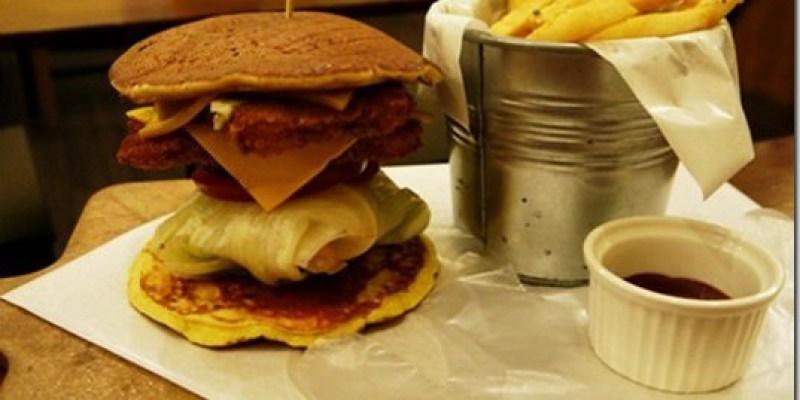 食記‧台中 吃了會上癮的鬆餅漢堡《樂丘廚房Leo Chiu》