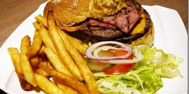 台中‧美食|雙手無法掌握的創意漢堡《艾可先生-逢甲店》