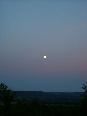 初夏の満月