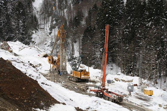1732 araçlık otopark, yaylanın girişinde dağ yamacının içine inşa edilecek ve üzeri çimle kaplı olacak.