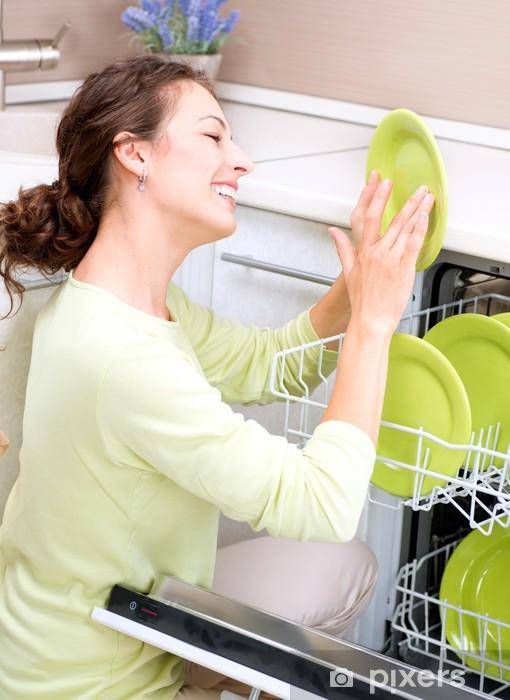 papier peint lave vaisselle jeune femme dans la cuisine aux travaux menagers lavez up pixers nous vivons pour changer