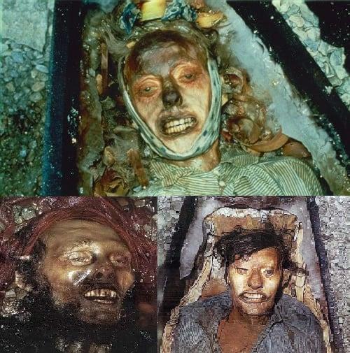 Cadáveres momificados encontrados en la costa este de la isla Beechey.-