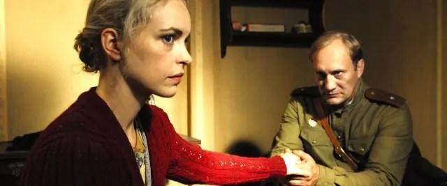 En las páginas de su libro, cuenta cómo le pedía a los soldados que tuvieran piedad. Era violada tan frecuentemente que tenía hemorragias imparables, hinchazón y a veces no podía ni caminar, pero el sufrimiento parecía incrementar el morbo de los soviéticos, quienes no paraban por ninguna razón.