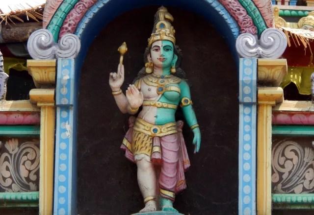 El hinduismo abarca alrededor de 30 millones de dioses. Siendo Brahman la divinidad absoluta.