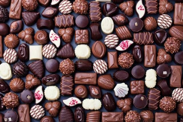 Si vas a catar distintos tipos de chocolate, ten al lado agua mineral o pan blanco para limpiar las papilas gustativas entre bocado y bocado, así lograrás percibir todos los sabores al 100% sin ninguna interrupción.-