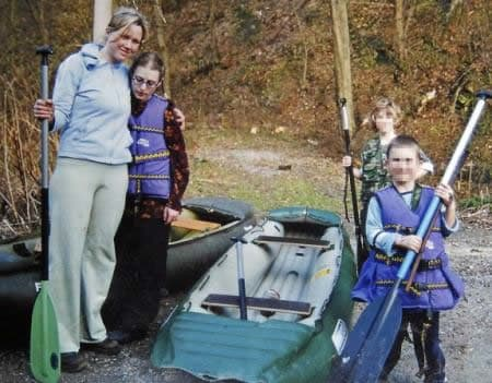 Klara junto a Barbora y sus dos hijos en un paseo familiar.-