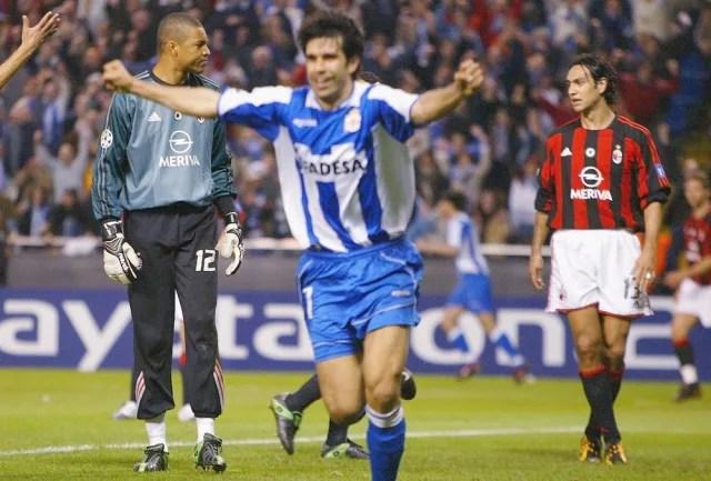 A temporada 2003/04 foi de zebras na Liga dos Campeões. Em duelo pelas quartas de final, o Milan de Dida, Cafu, Nesta, Maldini, Pirlo, Seedorf, Kaká, Inzaghi e Shevchenko (que defendia o título) venceu por 4 a 1. Só que na volta o La Coruña de Mauro Silva e Djalminha foi ainda melhor e avançou às quartas de final com a goleada por 4 a 0. Fosse nos tempos atuais, teria quebrado as redes sociais. (Foto: Getty Images)