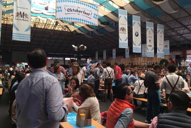 Espectáculos de polka, juegos mecánicos, comida típica alemana y hasta el concierto de Gaudi Blossn formarán parte del  Das Oktoberfest .  CAMPO MILITAR MARTE, 11:00 HORAS. 150 PESOS A 250 PESOS EN BOLETIA.