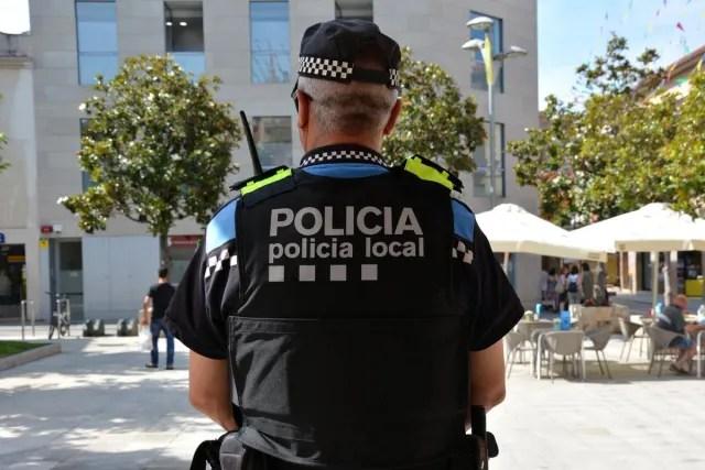 Des de l'entrada en vigor de l'estat d'alarma, la policia local i els Mossos d'Esquadra sancionen aquelles persones que incompleixin les mesures establertes en el decret. Fins el 18 de març al migdia, els agents locals  han interposat vuit denúncies .  Què es pot fer i què no a Catalunya amb l'estat d'alarma?    Et passa pel cap saltar-te l'estat d'alarma? Aquestes són les sancions que et poden caure