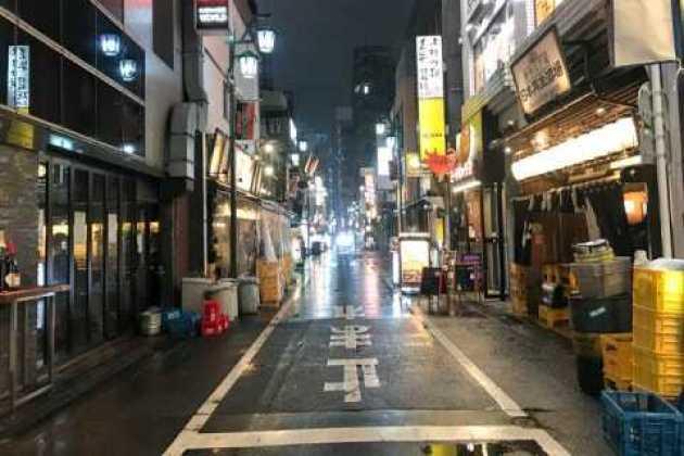コロナで外出自粛、新宿から人が消えた…飲食店は「来てとは言えない ...
