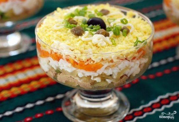 Салат из печени трески слоеный - пошаговый рецепт с фото ...