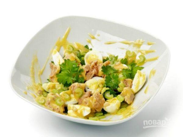 Салат из печени трески с сыром - пошаговый рецепт с фото ...