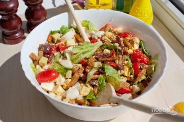 Салат с колбасой и сухариками - пошаговый рецепт с фото на ...
