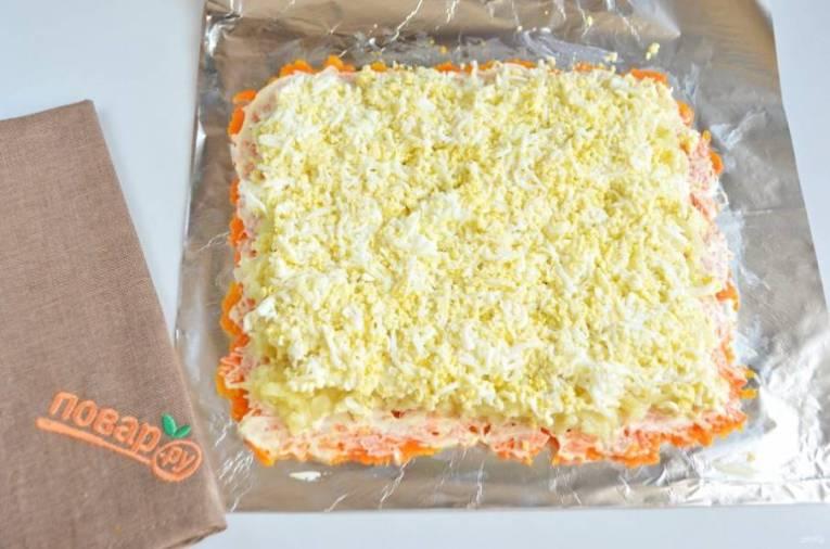 4. Слой тертых яиц, майонез, соль.