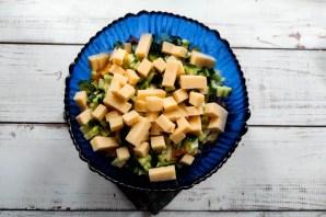 Салат с грецкими орехами и колбасой - фото шаг 6