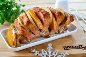 Мясо, запеченное с хурмой, яблоком и луком - фото шаг 7