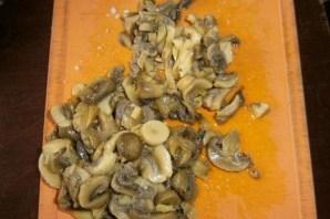 Салат из консервированных кальмаров и шампиньонов - фото шаг 3