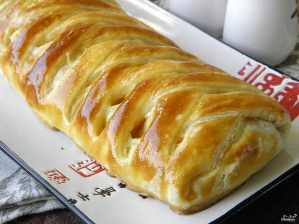 Пирог с рыбой из слоеного теста - пошаговый рецепт с фото ...