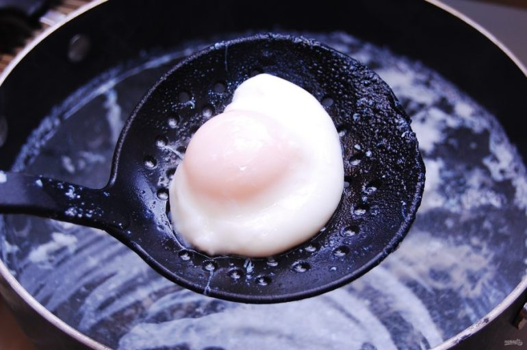 "Яйца ""Бенедикт"" с чили"