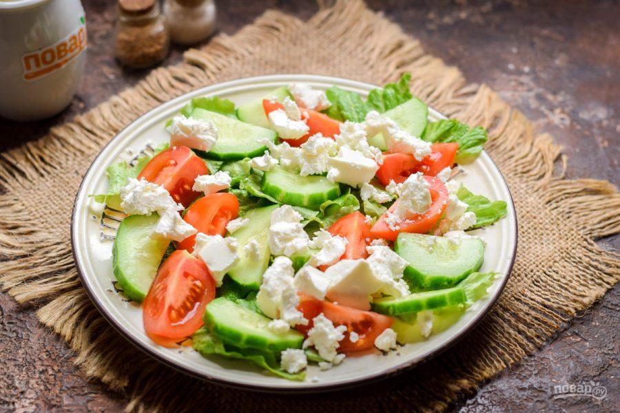 Салат с креветками и фетой
