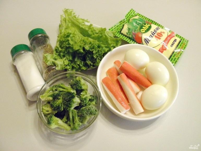 Салат с брокколи и крабовыми палочками
