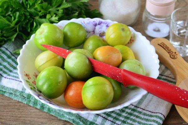 Зеленые помидоры с чесноком и петрушкой на зиму ...