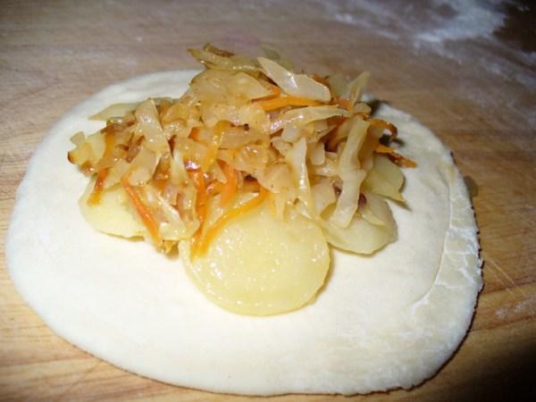 Печеные пирожки с картошкой - пошаговый рецепт с фото на ...