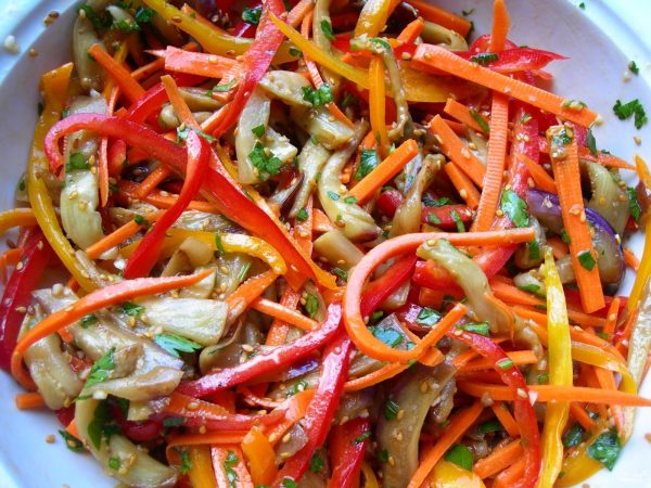 Салат из баклажанов по-корейски - пошаговый рецепт с фото ...