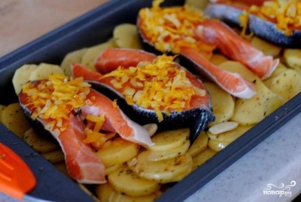 Запеченная форель под чесночным соусом - пошаговый рецепт ...