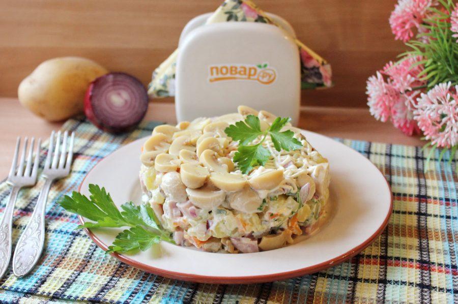 Салат с бужениной и грибами