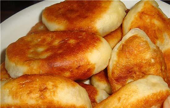 Дрожжевые пирожки на сковороде - пошаговый рецепт с фото ...