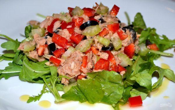 Салат с тунцом консервированным без майонеза - пошаговый ...