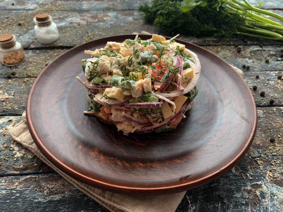 Салат из стручковой фасоли с мясом
