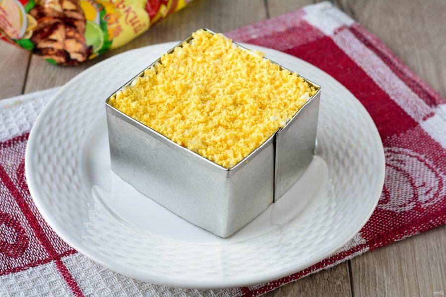 """Салат """"Мимоза"""" с кукурузой"""