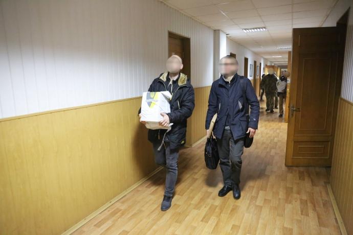 НАБУ вилучило в Міноборони 15 томів документів щодо оборудок з «Богданами»