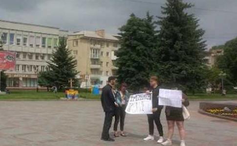 Пікет у Рівному: Зеленський просить не карати протестувальників