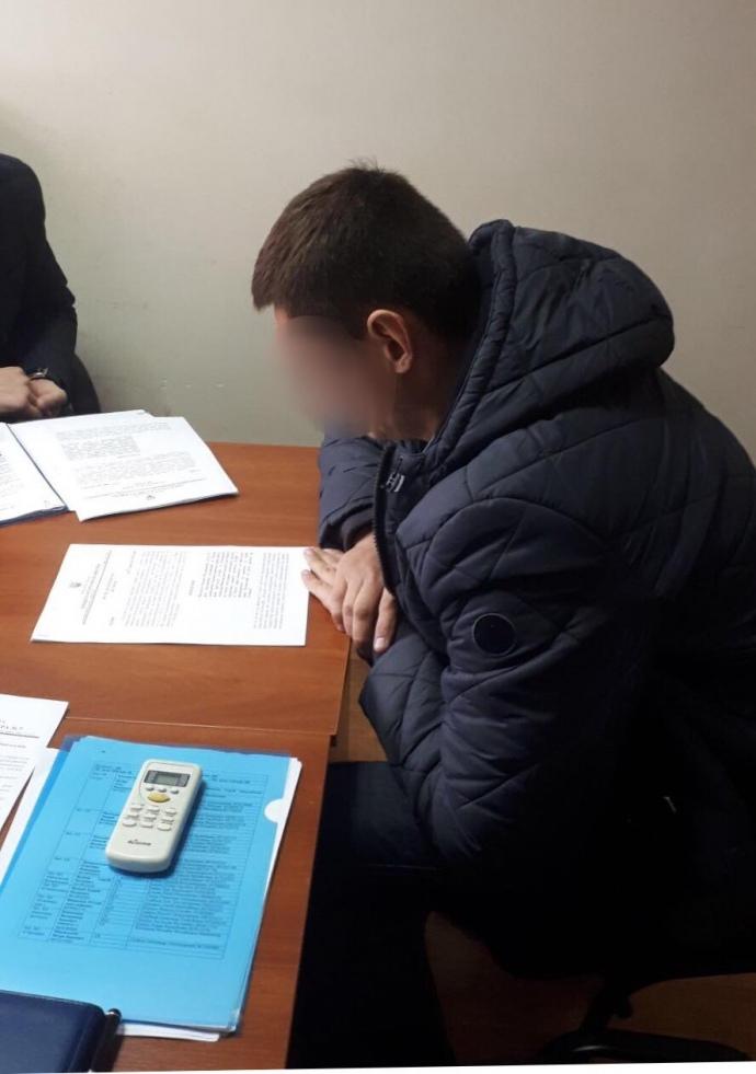 У кабінеті одного з керівників поліції Києва знайшли 100 тисяч доларів