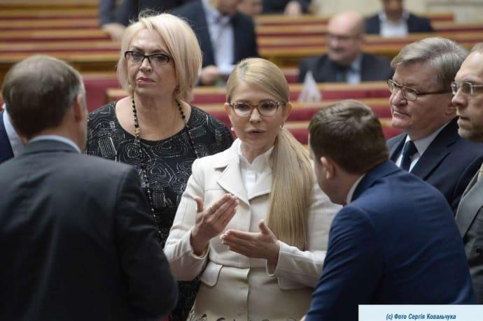 Юлія Тимошенко, як і після перемоги Порошенка, не поспішає критикувати президента, обравши об'єктом критики прем'єра Гончарука