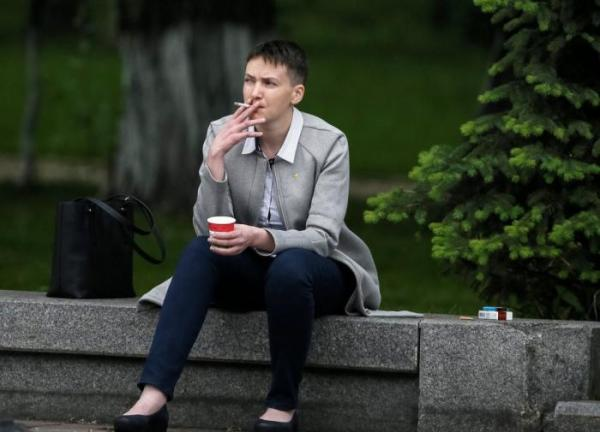 Перерождённая: Надежда Савченко доит коров и звонит в колокола