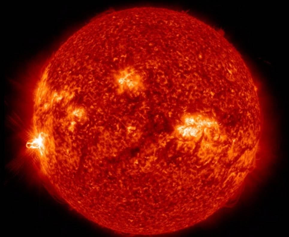 O Sol lançou uma enorme labareda na manhã desta terça-feira (25). A chama é considerada a maior do ano