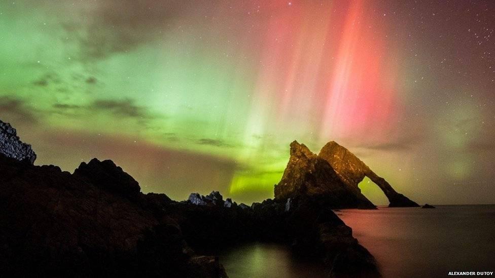 Partes da Grã-Bretanha puderam testemunhar raras aparições de aurora boreal – o espetáculo da natural de luzes coloridas – no céu do país