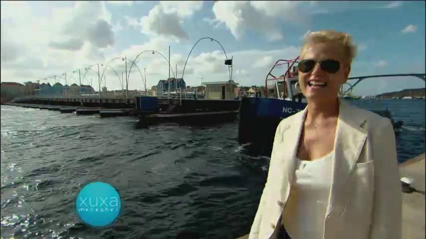 O programa também exibiu a visita que Xuxa fez a Curaçao, ilha localizada no mar do Caribe> Acesse o R7 Play e assista na íntegra a todos os programas da Record! Clique e experimente!