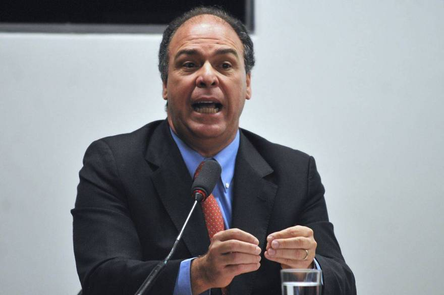 Fernando Bezerra quer dividir ministério