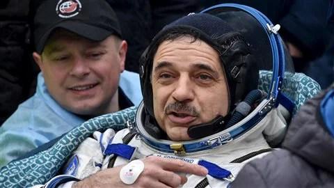 Le Russe Mikhaïl Kornienko quelques instants après l'atterrissage.