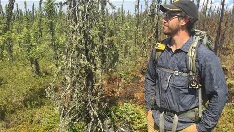 Le coordonnateur logistique de l'équipe de bio-acoustique de l'Université de l'Alberta Alexandre MacPhail.