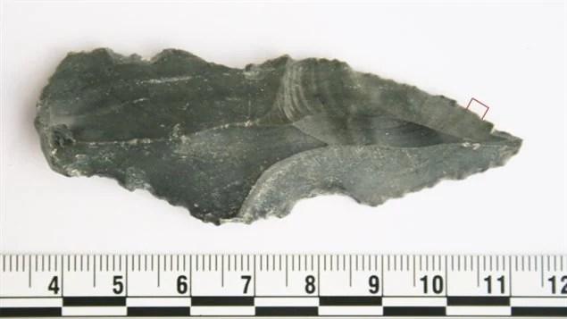 Un outil préhistorique retrouvé lors de fouilles en Jordanie par des chercheurs de l'Université de Victoria.