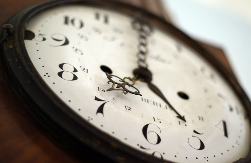clock-800x520